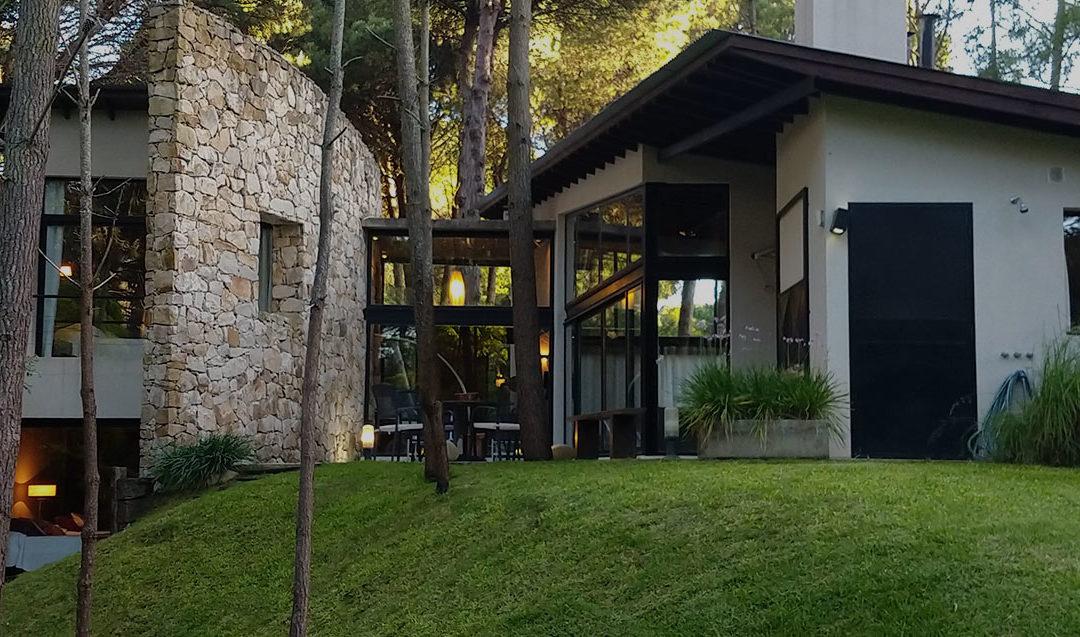 Casa en el Bosque de Carilo – Alquiler Temporario