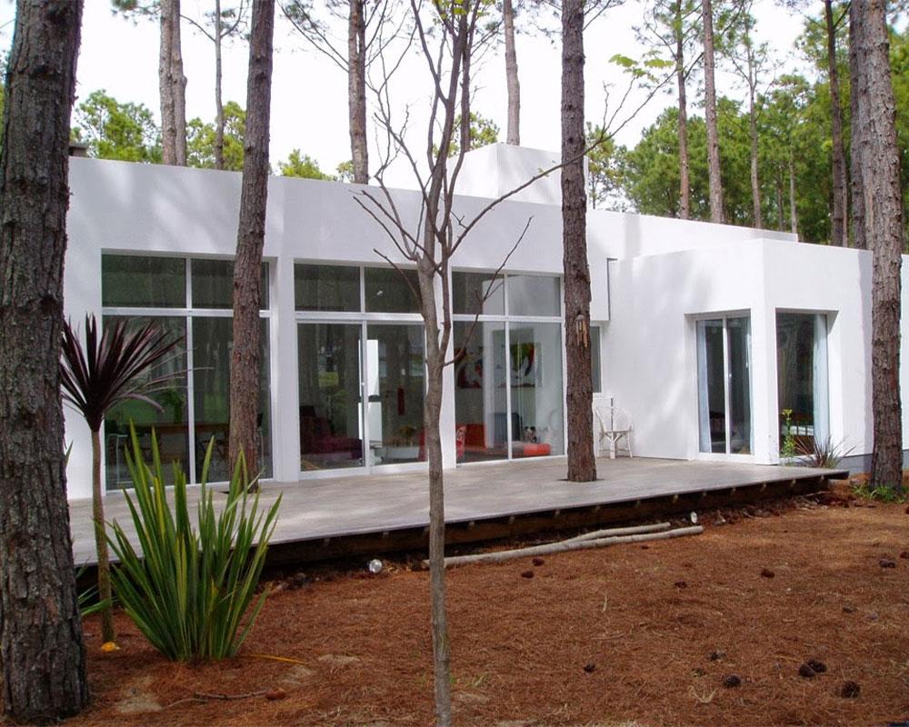 casa-blanca-en-bosque
