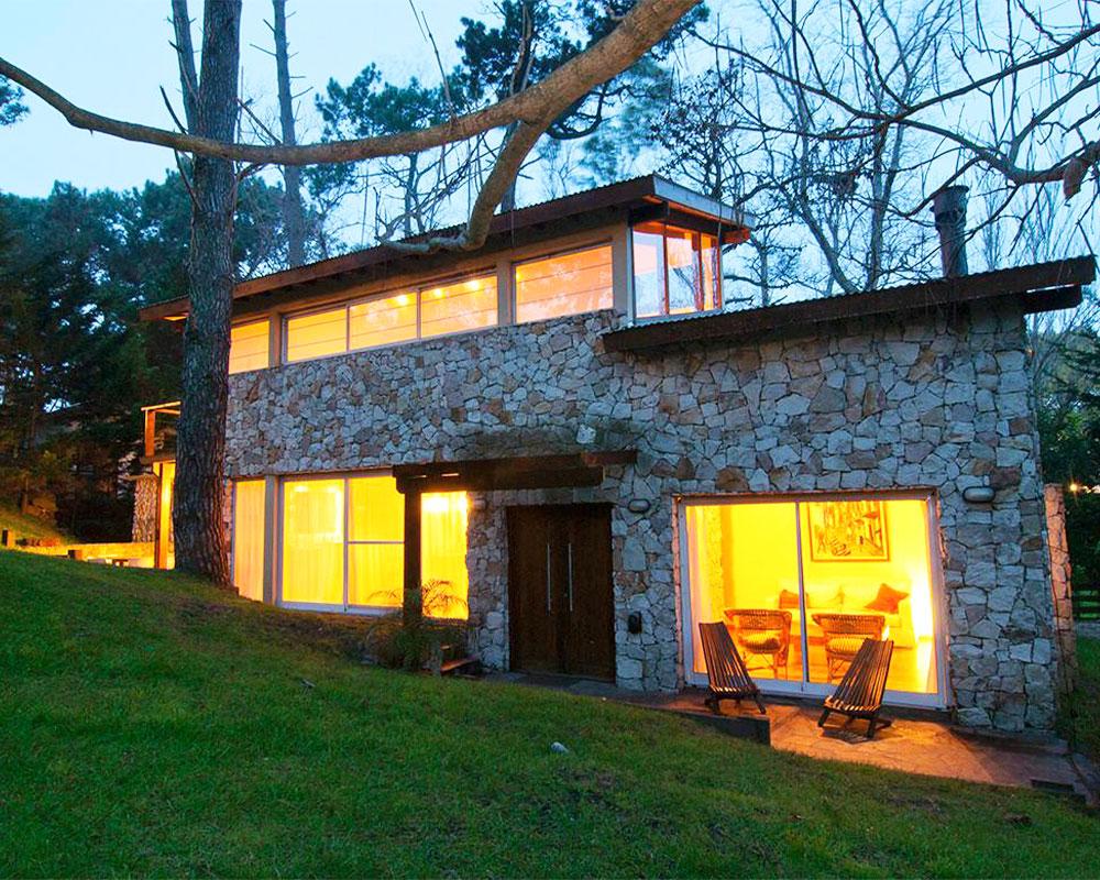 casa-madera-y-piedra